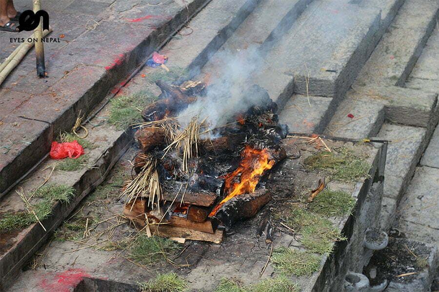 pashupatinath-temple-funeral-of-death-body