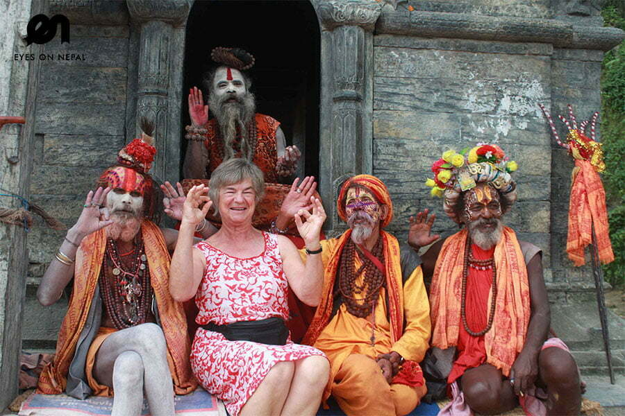 sadhus-in-pashupatinath-temple
