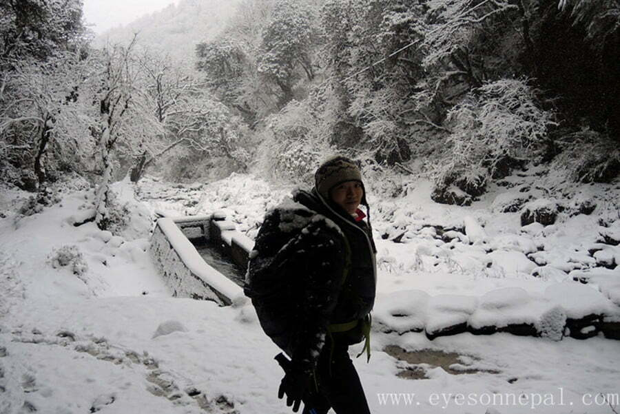 Walking on the snow for 6 days in the Himalayas: ABC Trek